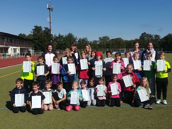 Die erfolgreichen Teilnehmer der Vereinsmeisterschaft der Leichtathletik Abteilung
