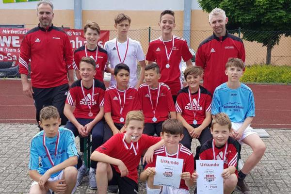 D-Junioren gewinnen Turnier in Straßenhaus
