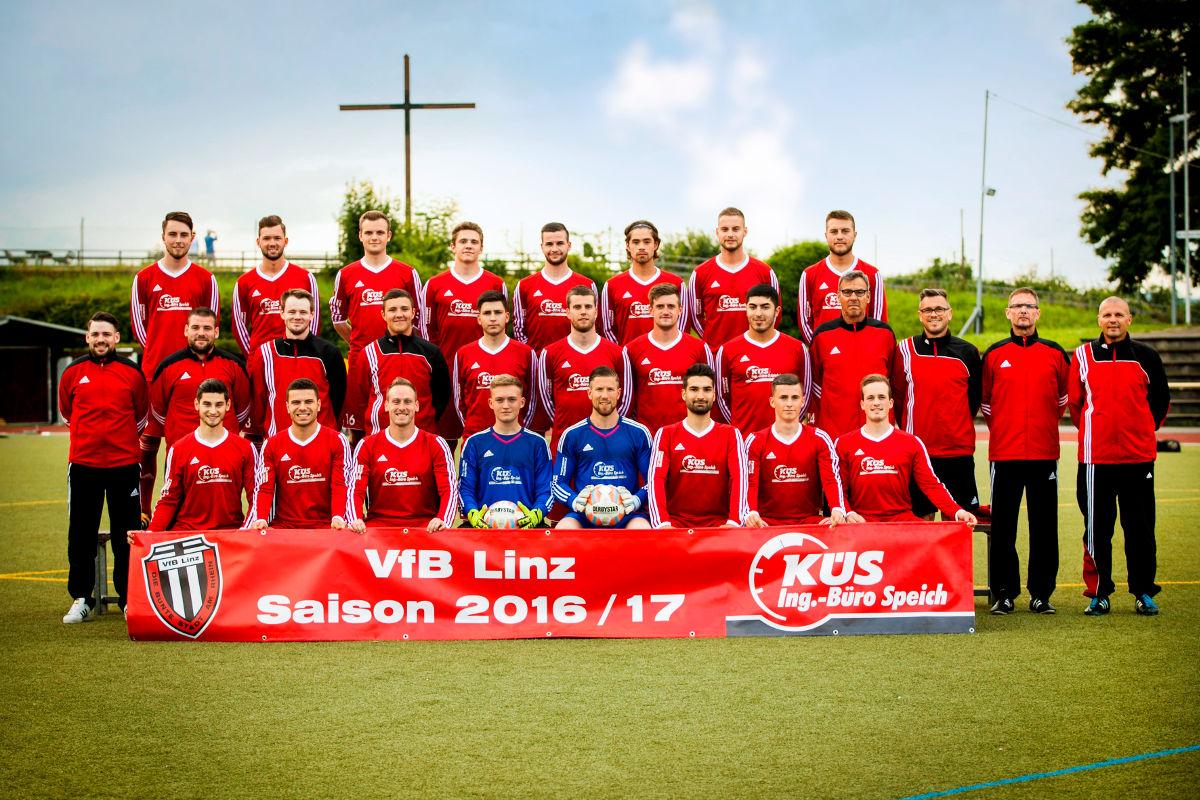 Mannschaftsfoto der 1. Mannschaft des VfB Linz in der Saison 2016/2017