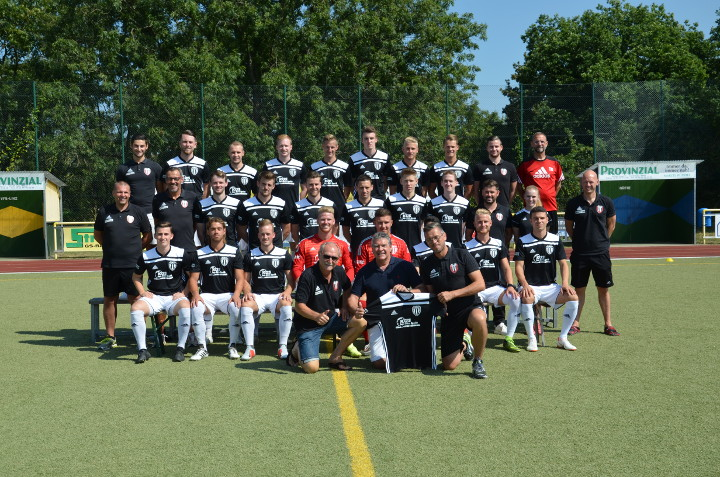 VfB Linz Mannschaftsfoto mit neuen Trikots von KÜS - Saison 2018/2019